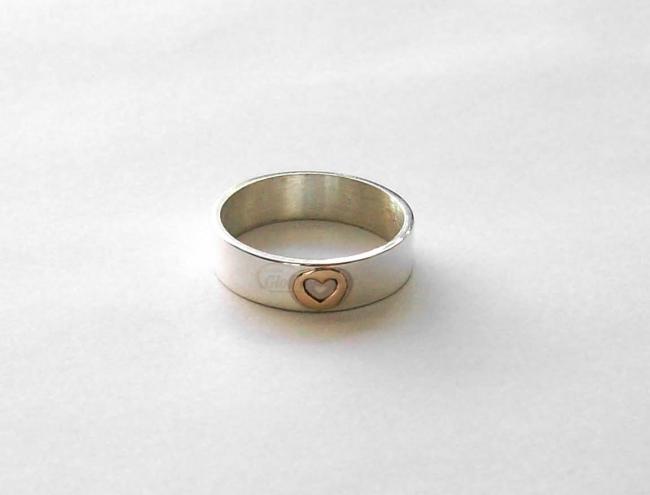 108f6850aa6d Anillo De Plata 925 Cinta Con Corazón Calado En Oro 18k - Diseños ...