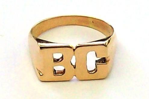 b77da04bd4bb Anillo 2 Iniciales sello calado rectangular de oro 18k 5gr - Anillos ...